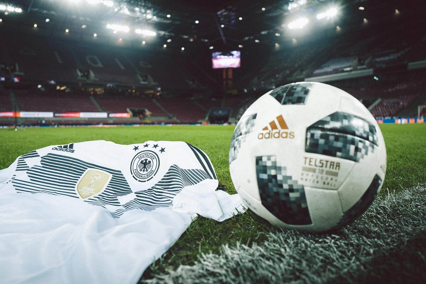 DFB Branding auf Trikot und Ball